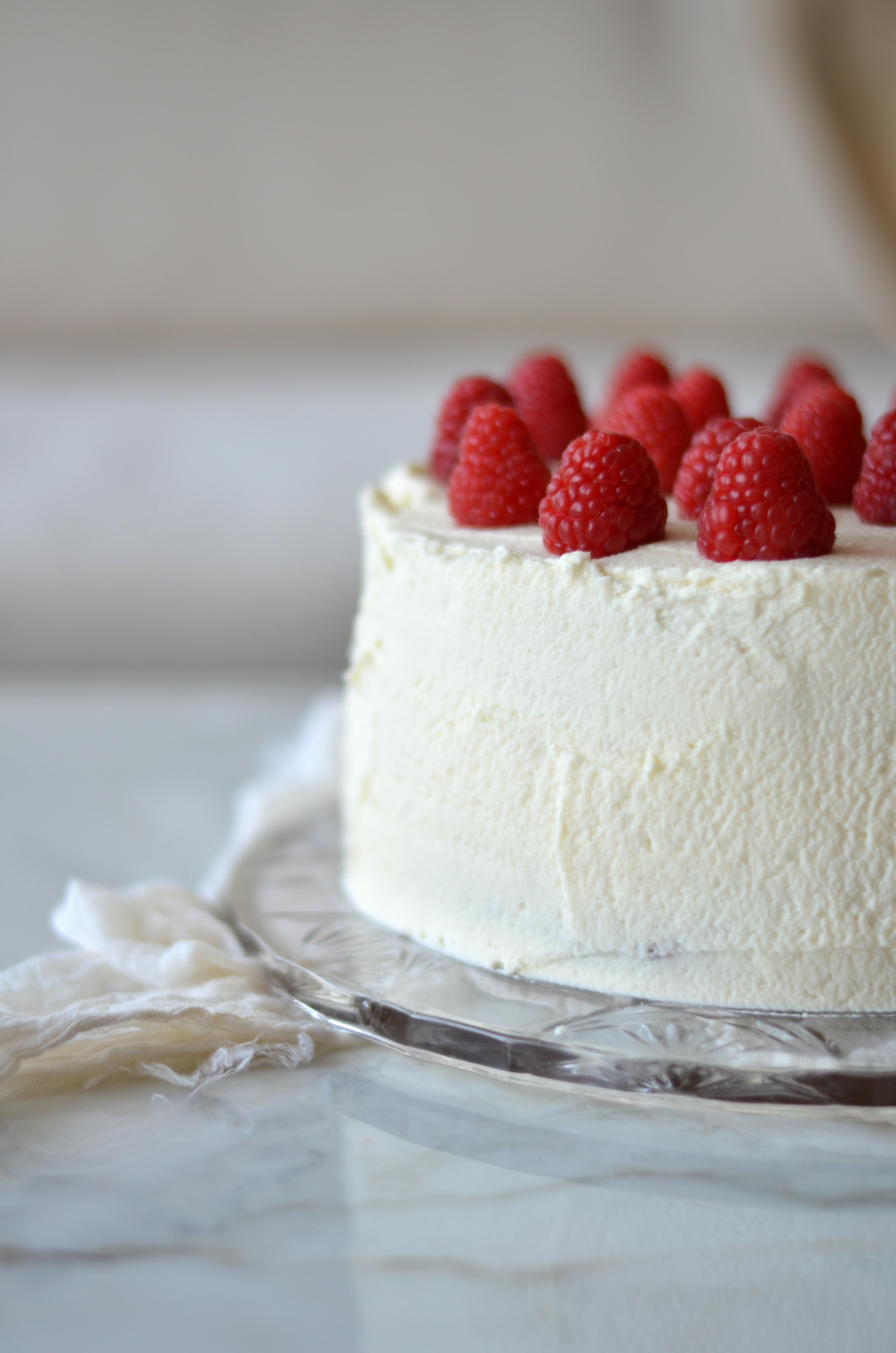 Vanilla Layer Cake with Raspberries and Mascarpone ...